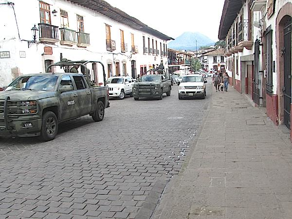 Por la inseguridad que existe en la zona, fuerzas federales incrementaron su presencia en Valle de Bravo.