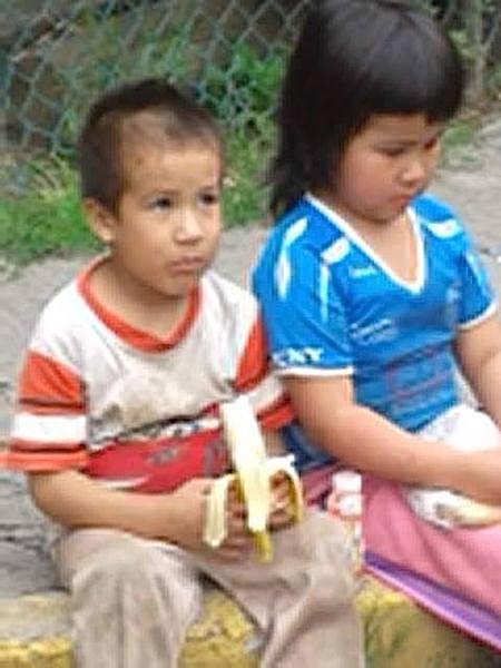 Katy y Alejandro fueron abandonados en Tlalnepantla.