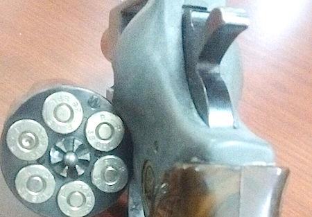 El alumno portaba un revólver calibre 0.38 especial, marca Titan Tiger, con cinco cartuchos útiles.