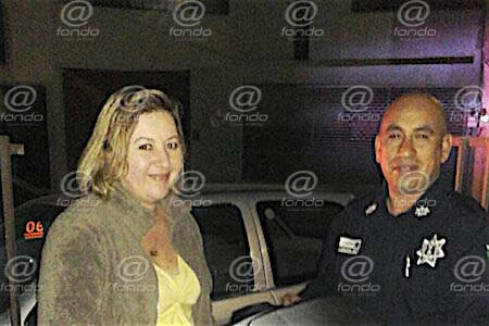 policia devuelve computadora copia