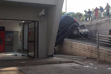 Ambos pasajeros resultaron lesionados.