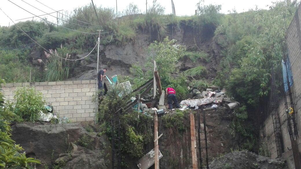 El deslave causó daños ne una casa y lesiones a un hombre.
