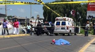 Muere hombre durante una peregrinación al caer de camioneta en Edomex