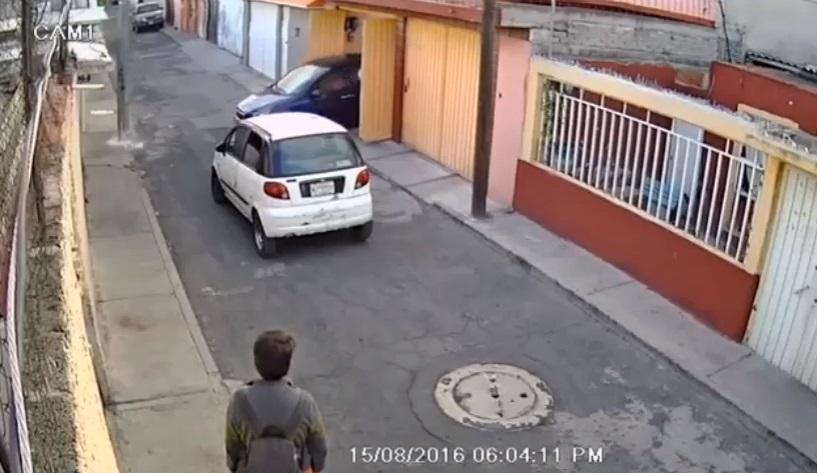 Vecinos salieron tras percatarse del robo.