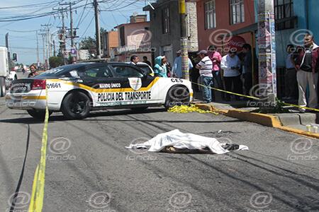 Testigos afirman que el chofer iba echando 'carreritas' con otra unidad.