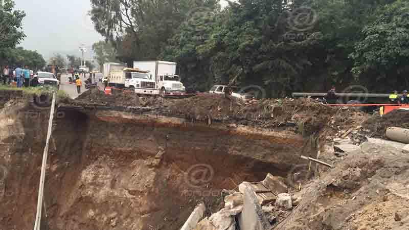 Vecinos denunciaron socavón una semana antes de deslave en carretera de Naucalpan