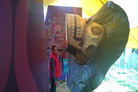 La obra tiene representaciones de la muerte en la cultura mexica.