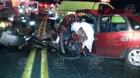 Autoridades desconocen cuál de los dos autos provocó el accidente.
