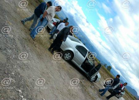 Los sujetos pedían que las subieran al auto.