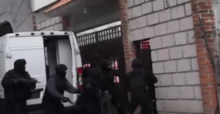 Durante la movilización se encontraron varias armas de fuego.