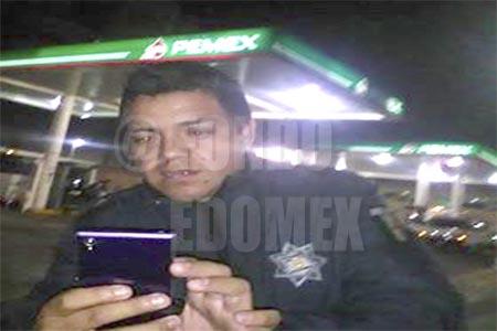 El uniformado amenazó al conductor e intentó golpearlo.
