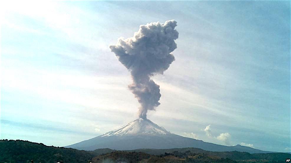El volcán mostró actividad constante en las últimas semanas.