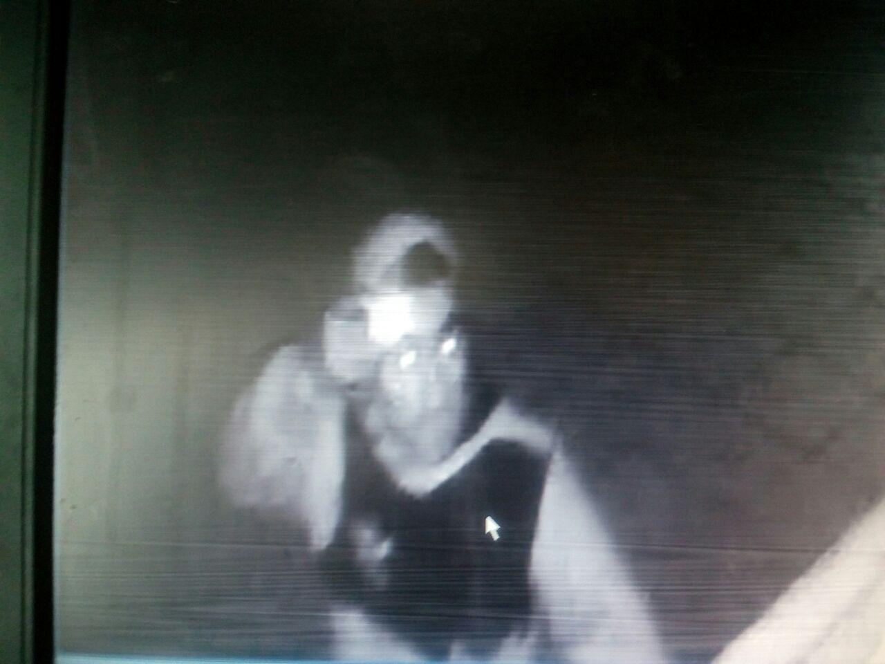 El ladrón robó documentación de valor.