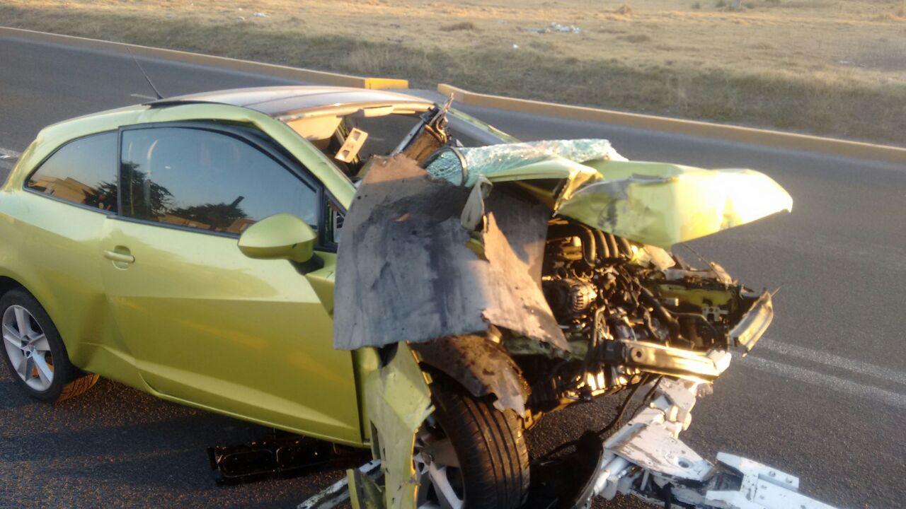 El auto quedó completamente destrozado.