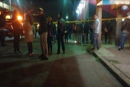 Vecinos del occiso se acercaron al lugar para conocer cómo fue que paso el asesinato