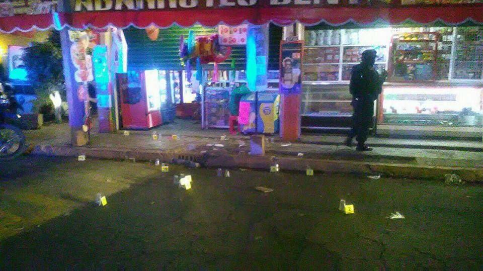 Los hombres estaban afuera de la tienda cuando fueron atacados.